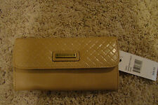 Nwt $89 Tignanello american beauty wallet color tan