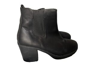 OVYBE  ladies short boots Size 8