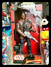 STAR WARS: Personaggio snodabile parlante Finn alto 35 cm si illumina Disney