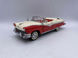 Danbury Mint 1956 Ford Sunliner Convertible 1/24 Scale Diecast With Box
