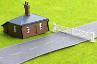 Level Crossing Gates & Cottage - Kestrel Design GMKD21, N building kit F1