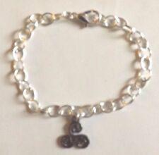 bracelet argenté 20 cm spirale triple ou triskel noir (symbole celtique) 16x13mm