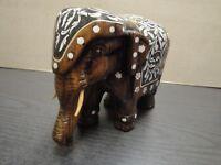 Kleiner Elefant aus Holz wohl Indien