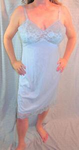 1960s VANITY FAIR VINTAGE ELEGANT BLUE SEXY SATINY NYLON LACY FULL SLIP 38 EVC