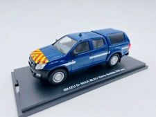 Véhicules policiers miniatures bleus