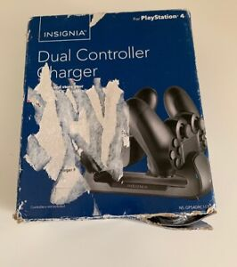 Insignia- Dual Controller Charger PlayStation 4 PS4