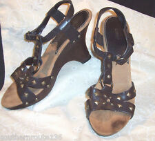 FIONI Foot Fashion Bling Shoes WEDGE BROWN Leather Strappy Sandals Womens 8 Med