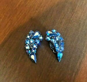 VINTAGE 50'S BLUE AURORA BOREALIS RHINESTONE CRESCENT SILVER TONE CLIP EARRINGS