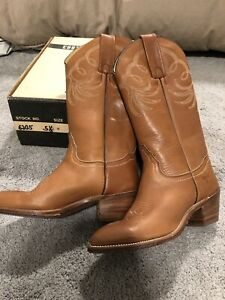 Frye Vintage New Old Stock Women's Boots Acorn Color Size 5.5