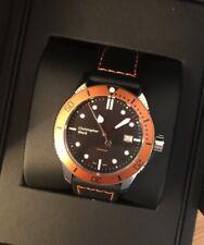 Christopher Ward C60 300 Orange Noir 43 mm 42 mm plongée quartz swiss watch Entièrement neuf dans sa boîte