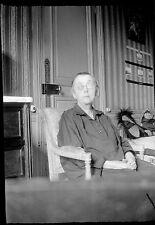 Vieille dame assise fauteuil - Ancien négatif photo an. 1930