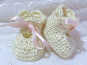 NEWBORN CREAM HAND CROCHET SHOES / BOOTEES / BOOTIES BABY GIFT REBORN DOLL