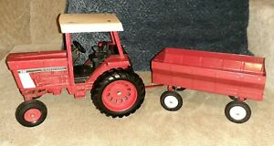VINTAGE ERTL DIECAST 886 INTERNATIONAL TRACTOR WITH RED FLARE SIDE WAGON TRAILER