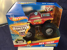 """Hot Wheels Monster Jam Rev Tredz """"AVENGER"""" 2012 RARE RED IN COLOR"""