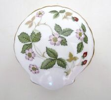 WEDGWOOD Wild Strawberry Clam Shell Shaped Trinket Box Bone China Gold Accents