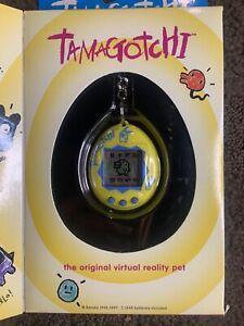 1996-1997 Bandai Tamagotchi Original Virtual Reality Pet YELLOW #1800 Brand New