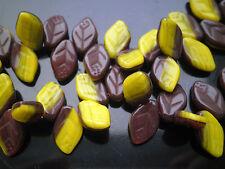 Tchèque Brown Yellow Leaf pressé Bead 12 x 7 mm Pack de 10