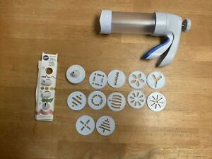 WILTON Comfort Grip Spritz Christmas Cookie Press w/ 12 Disks