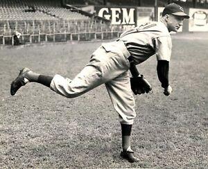 Bucky Walters - Cincinnati Reds, 8x10 B&W Photo