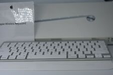 Apple Compact Wireless Bluetooth Keyboard   A1314 MC184LL/A Exelent box pappers