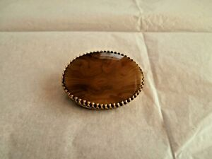 Vintage gold metal oval brooch with banded polished agate centre