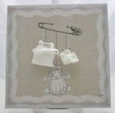 tableau déco toile taupe motif  épingle à nourrice poupée vetements 29 x 29 cm