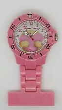 Forever Friends enfermera Fob Watch Rosa