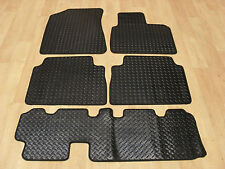 Kia Sorento (7 Seater) 2012-15 Fully Tailored RUBBER Car Mats in Black.