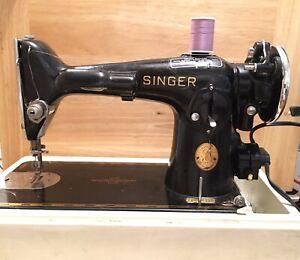 ANTIQUE/VINTAGE SINGER MODEL 201 SEWING MACHINE W/CASE
