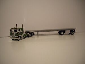 DCP 1/64 GREEN AND WHITE PETE 352 WITH 86'' SLEEPER CAB AND SPREAD AXLE FLATBED