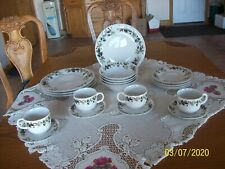 Holiday Classic Gibson 20 Piece Christmas Holly Berry Pattern Dinnerware Set