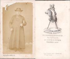 CDV Husson-Faudot, Troyes, Prêtre en soutane et chapeau en pose, circa 1865 Vint