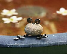 STONE AND WIRE FROG GARDEN DECOR AG-81020