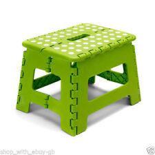 Sgabello in plastica verde per la casa