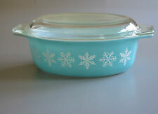 Mid-Century 50s. PYREX Casserole Snowflakes on Turquoise Oval Dish / Lid 1.5 Qt.