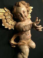 Traumhafter geflügelter Engel  Putto, Holz geschnitzt und gefasst