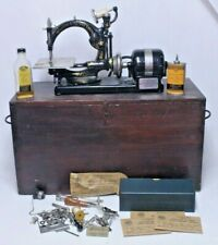 NICE EARLY ANTIQUE WILLCOX & GIBBS SEWING MACHINE WOOD BOX EXTRAS TIN GLASS