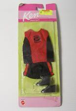 VINTAGE 1999 MATTEL Barbie Ken Vestito Da Palestra Basket Pantaloncini Top Stivali Da Baseball
