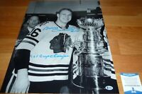 BECKETT-BAS BOBBY HULL 1961 CUP CHAMPS CHICAGO BLACKHAWKS SIGNED 16X20 PHOTO 023