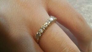 demi alliance or jaune 18 carats et diamants