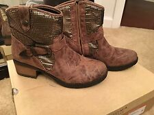 Dolce by Mojo Moxy NEW $79.99 embellished 8.5 gold brown boots shoes B98