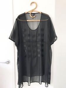 TS Size 24 Black Short Sleeve Sheer Fabric Beaded Print Long Casual Tunic Top