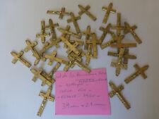 PROMO lot de 30 anciennes croix FRANCE 1960  métal couleur bronze   old crucifix