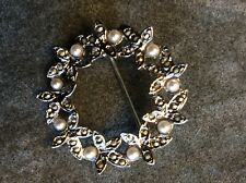 VINTAGE JEWELLERY, A STUNNING PEARL & MARCASITE CRYSTAL GARLAND BROOCH
