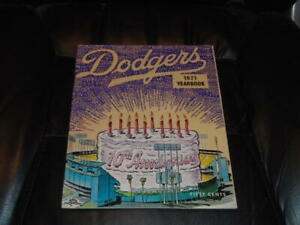 1971 LOS ANGELES DODGERS BASEBALL YEARBOOK EX-MINT