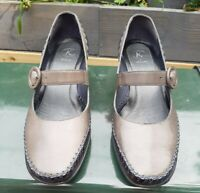 Womens clarks shoes size 6 Brown Leather