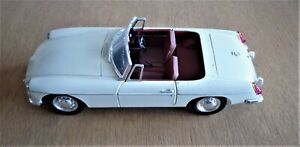 CORGI CLASSICS 1/18th SCALE MGB CONVERTIBLE IN OLD ENGLISH WHITE VGC BOX TATTY
