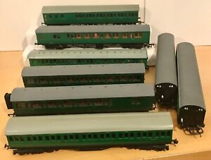 00 Gauge DMU & Coaches x8. 3 single dmu (1 wired/1 Metal) & 5 passenger coaches