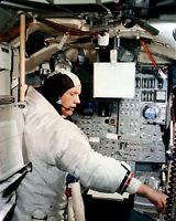 NEIL ARMSTRONG APOLLO 11 ASTRONAUT IN SIMULATOR - 8X10 NASA PHOTO (ZZ-758)