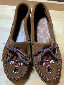 Minnetonka Thunderbird Softsole Brown Leather Beaded Moccasin Shoes Size 6 NEW